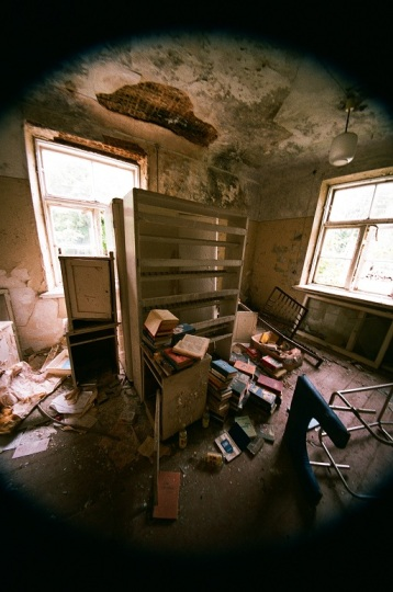 Abandoned Hospital  latvia ērgļi room house old 35mm film photography  shelf books windows light