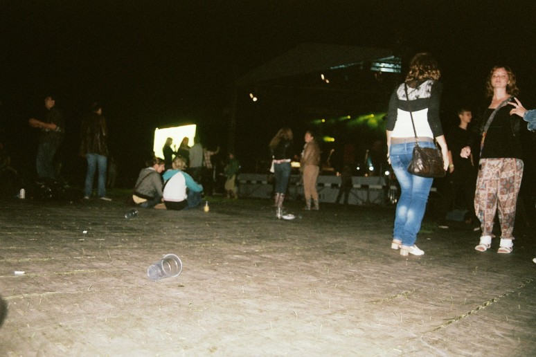 film, 35mm, fujicolour superia 200, iso 200, grain, canon, analog, photography, notes, summer, reggae in riga, reggae festival, sun, latvia, night time, concert, lights, flash, dancing, people, fun
