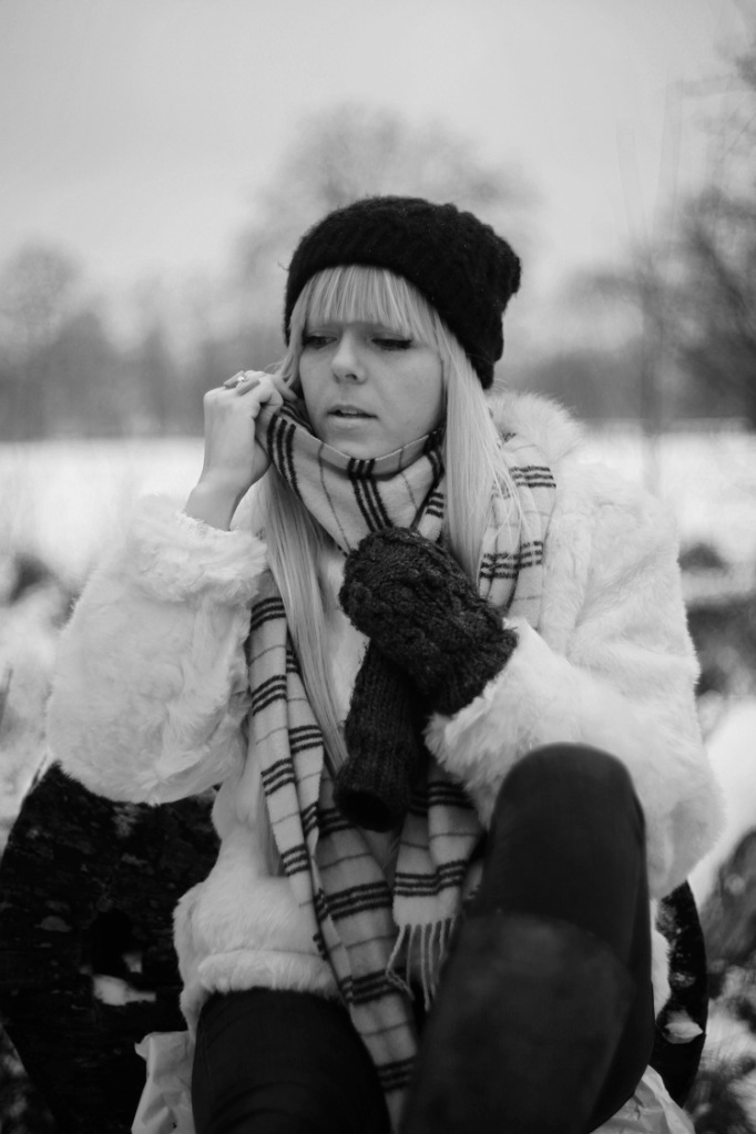 black and white, B&W, girl, model, shoot, photography, portrait, fashion shoot, coat, white , winter, casual, no colours