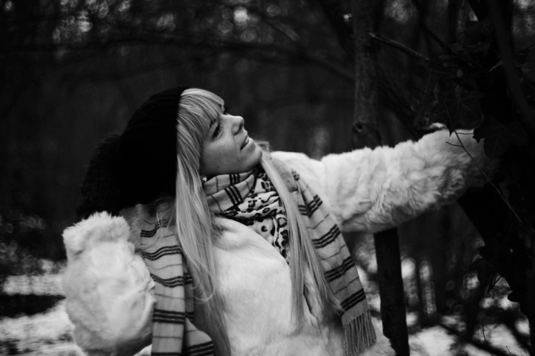 black and white, B&W, girl, model, shoot, photography, portrait, fashion shoot, coat, white , winter, casual, no colours , hat falling, holding